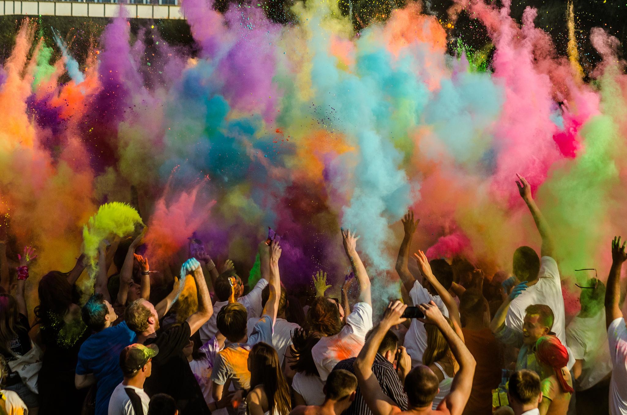 Die große Eventsoße: Wie soziale Netzwerke unsere Feierkultur zerstören