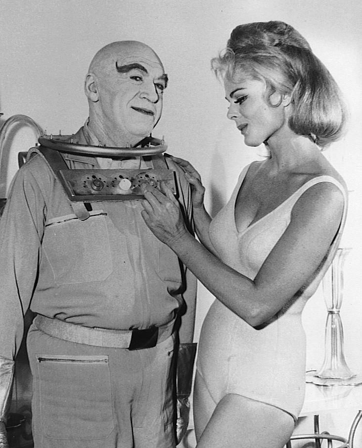 """Batmans """"coolster"""" Erzfeind - Victor Fries alias Mr. Freeze fror sich in der Fiktion freiwillig ein, um ein Heilmittel für seine unheilbar kranke Frau zu finden. Bildquelle: ABC Television - Open CC"""