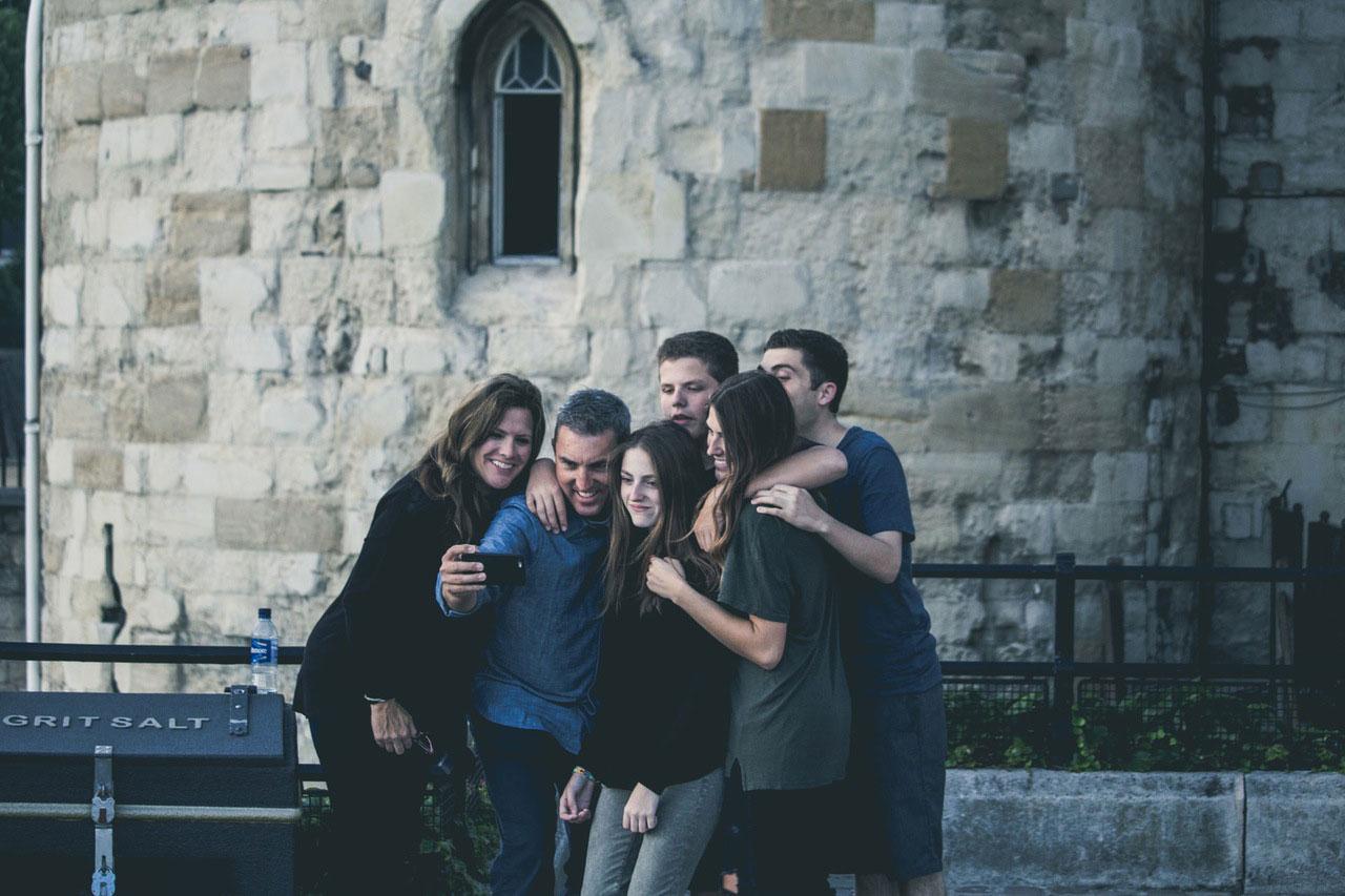 Glück im digitalen Zeitalter: Wofür lebt man, wenn nicht für Likes?
